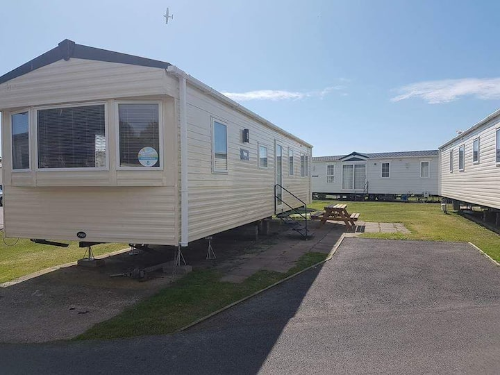 Lovely caravan situated in Combe Haven Hastings.