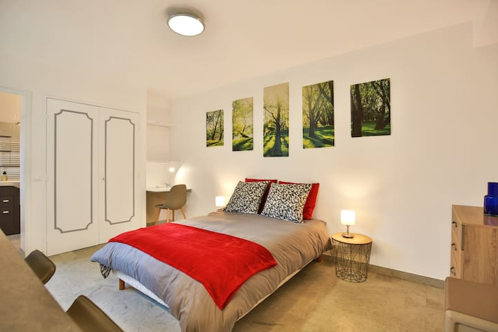 * FABULOUS MODERN STUDIO IN CANNES *