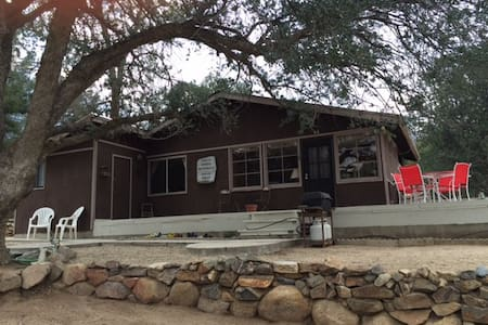 Comfortable Kern River Valley Cabin - Wofford Heights