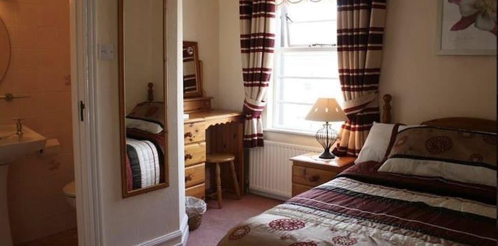 En-Suite Double Room with Breakfast - Strandhill