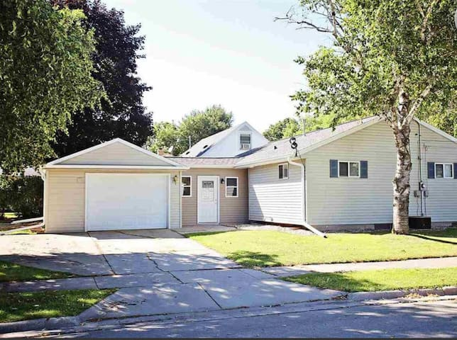 Green Bay Getaway! Newly Updated/Ideal Location