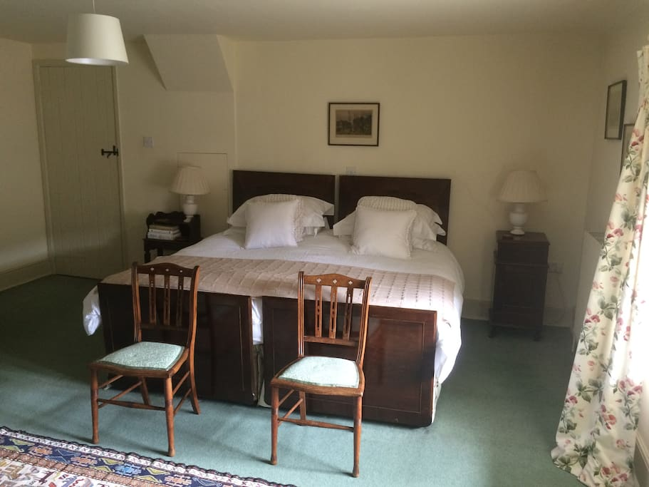 Large double room with super king sized bed
