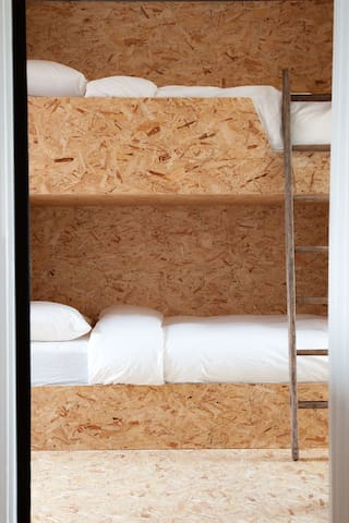 OSB Bunk Room for 6 Adults/Children