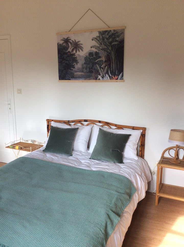 Chambre villa confortable jardin parking