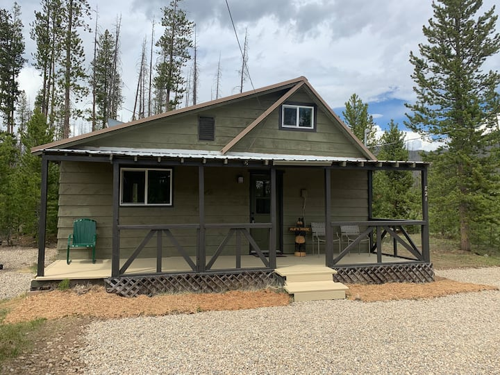 Secluded Getaway at RMNP - Dog friendly!