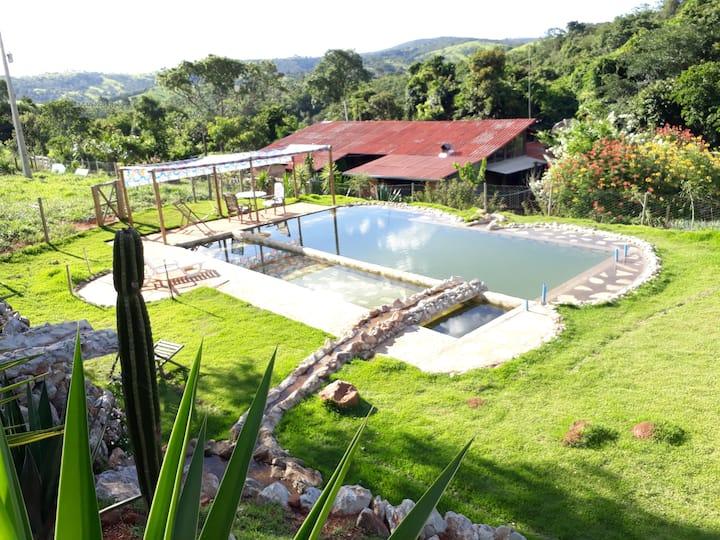 Casa tipo green house em Onça de Pitangui