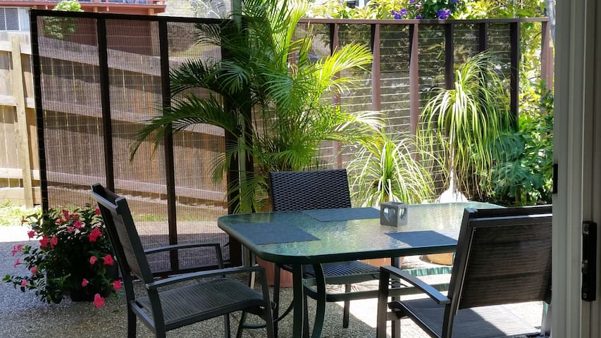 Unit-2 Bed,Comfy,Private,Close to Beaches,Cafes, - Alexandra Headland - Appartement