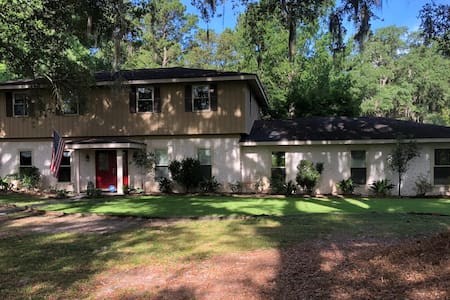Seclusion in the city!  Entire House- Pooler, GA