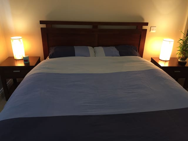 Private spacious double room in Salthill, Galway. - Galway