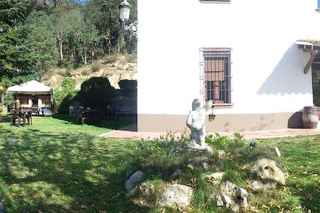 Habitacion masia Vallgorguina - Talo