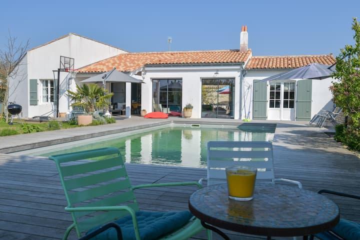 Spacious Beautiful Luxury villa with heated pool