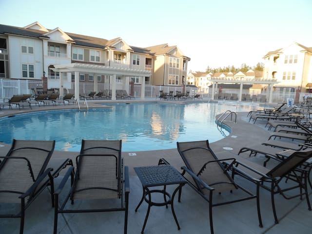Resort style Master Bedroom with Private En Suite - Durham - Apartment