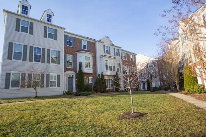 Lovely 3 Bedroom Townhouse near DC - Centreville - House