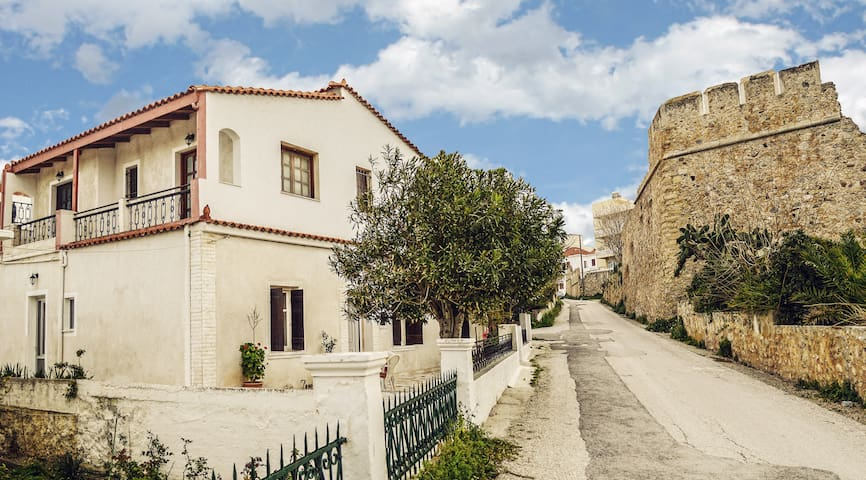 Venezian Castle House - Kissamos - Huis