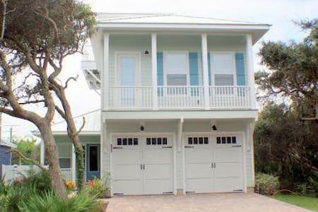 Annie's Place - 3 bedroom 2.5 bath beach side home in Crescent Beach - Butler Beach