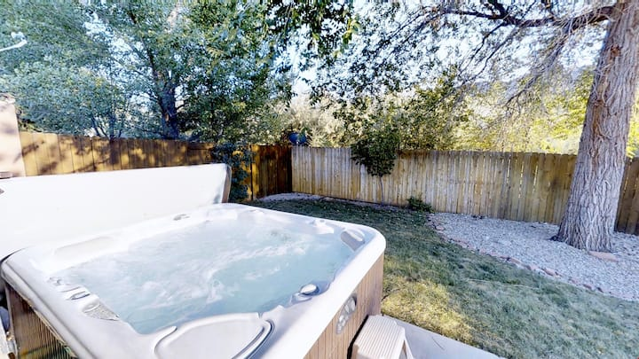 Adventure Base Camp ~ 381, Newly Refurnished Town Home In Downtown Moab, Indoor Swimming Pool, Private Hot Tub, Private Backyard - Adventure Base Camp~381