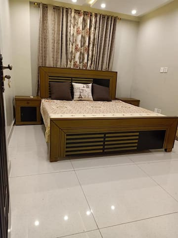 ONE BED FLAT AVAILABLE IN BAHRIA TOWN LAHORE