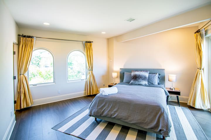 Another bedroom upstairs has private balcony with ocean view and en-suite bathroom.
