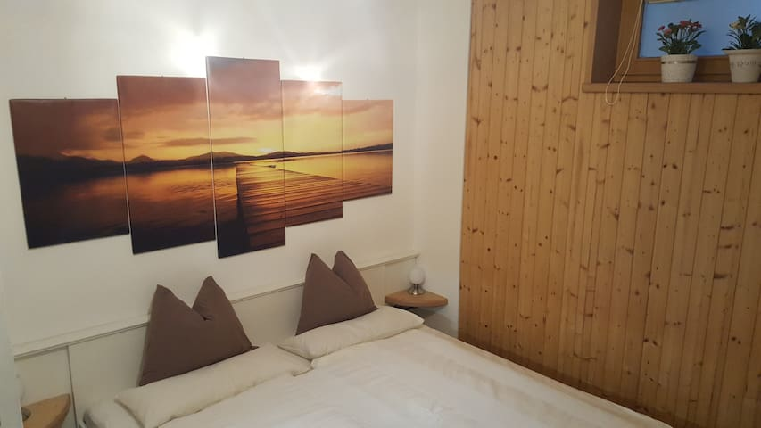 Schlafzimmer   sleeping room