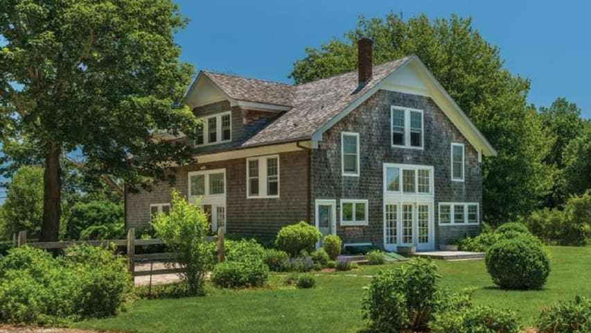 Exquisitely Renovated Barn in Bridgehampton Featuring Floor-to-Ceiling Windows, 1 Mile to Town