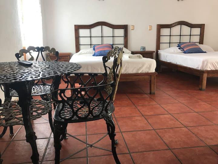 Hotel a 2 cuadras de Santo Domingo. Room 8.