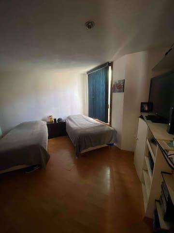 Se renta cuarto para estudiantes y extranjeros.
