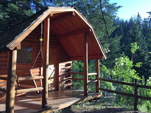 """Your Own Private Idaho"" Cabin! :) - Coeur d'Alene - Cabana"