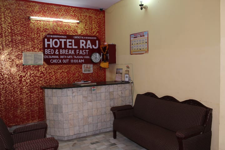 Hotel Raj Bed And Breakfast Near Tajmahal