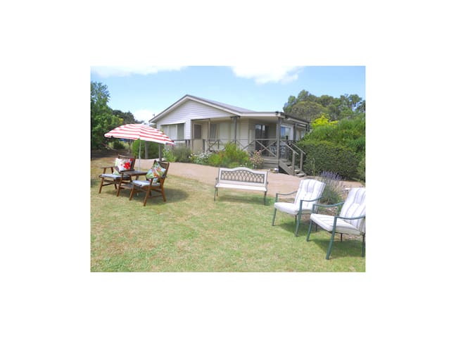 Emerald Hills Cottage - Koonwarra - Bed & Breakfast