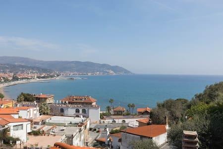 Ferienhaus mit sensationellem Blick - Diano Marina - Σπίτι διακοπών