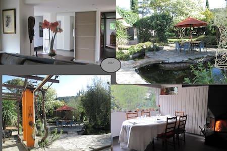 Gelijkvloerse woning met ruime tuin - Saint-Dionisy - 独立屋