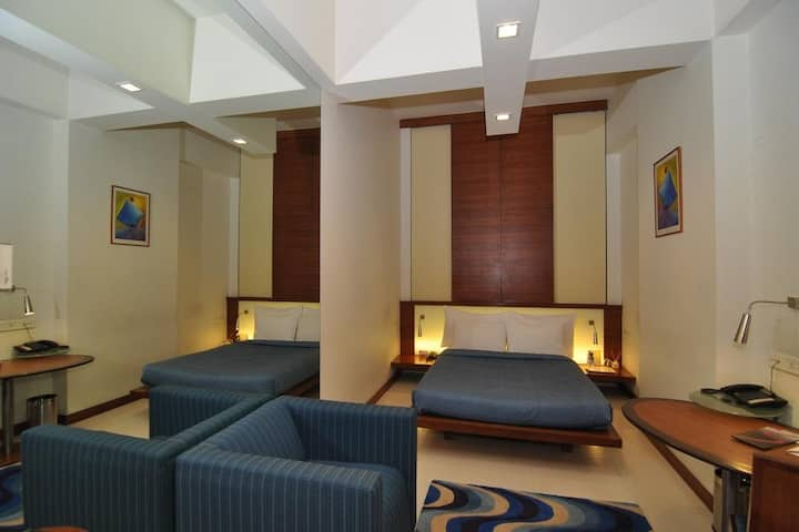 Contemporary Studio - Hotel with Breakfast & WiFi
