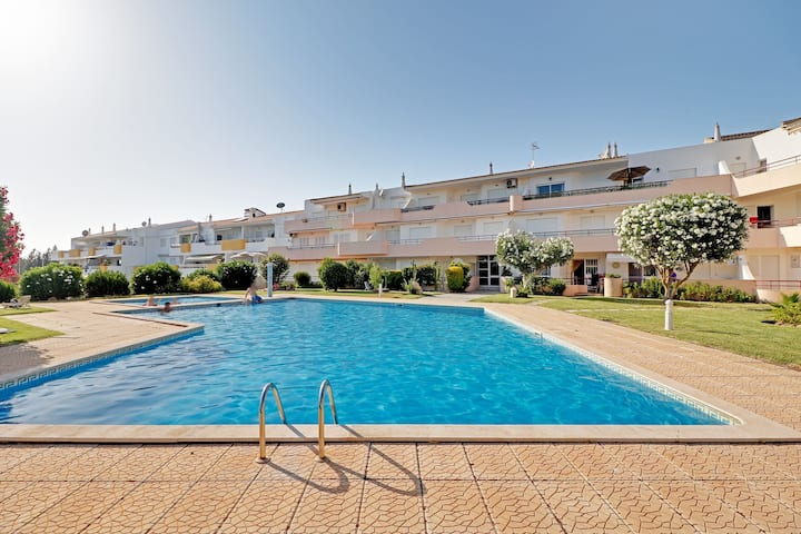 VILAMOURA CLASSIC WITH POOL by HOMING