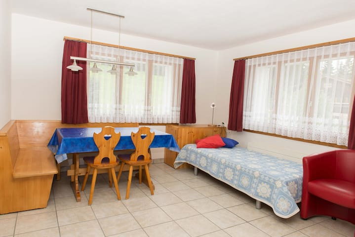 Casa Malanca, (Flumserberg Tannenheim), 3-room appartement with bath/shower/balcony (left)