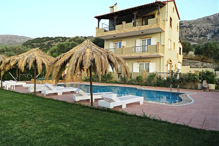 Annlexander Villa APARTMENT 03 with swimming pool - Rethimnon - Apartamento