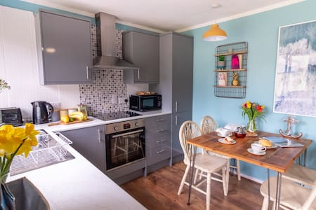 Ocean Cottage - 5 mins to St Ives and dog friendly