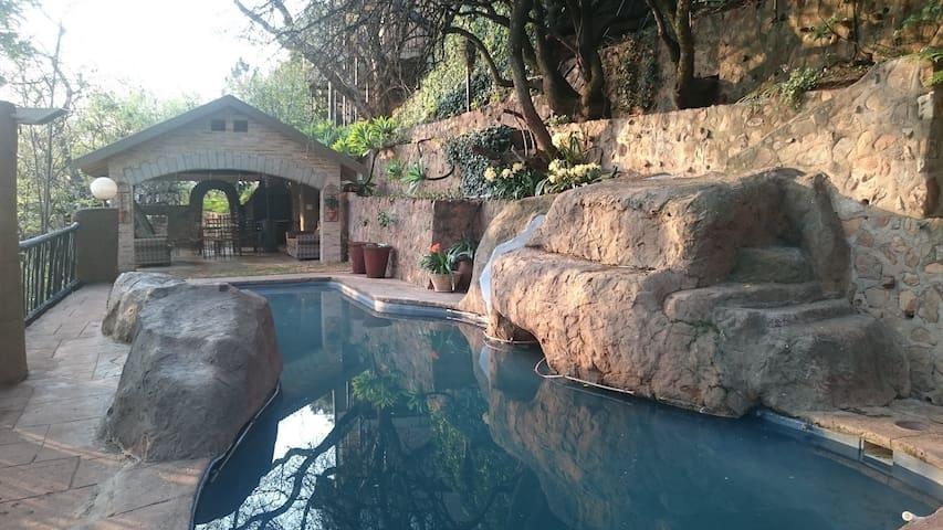 Lovely room with garden view - Pretoria - Ev