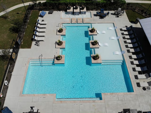 Soak up the sun in our beautiful resort style pool with relaxing lounge chairs and a large shaded area with bbq grills, picnic tables and tvs.