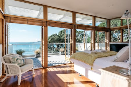 Beach House - Oneroa Beach Luxury