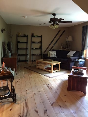 Cozy carriage house with privacy. - Alton - Leilighet