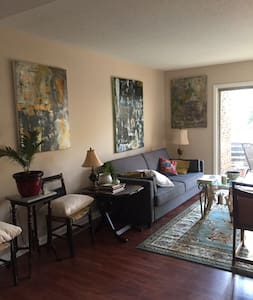 Peaceful Room walking distance to Crabtree Mall. - Raleigh