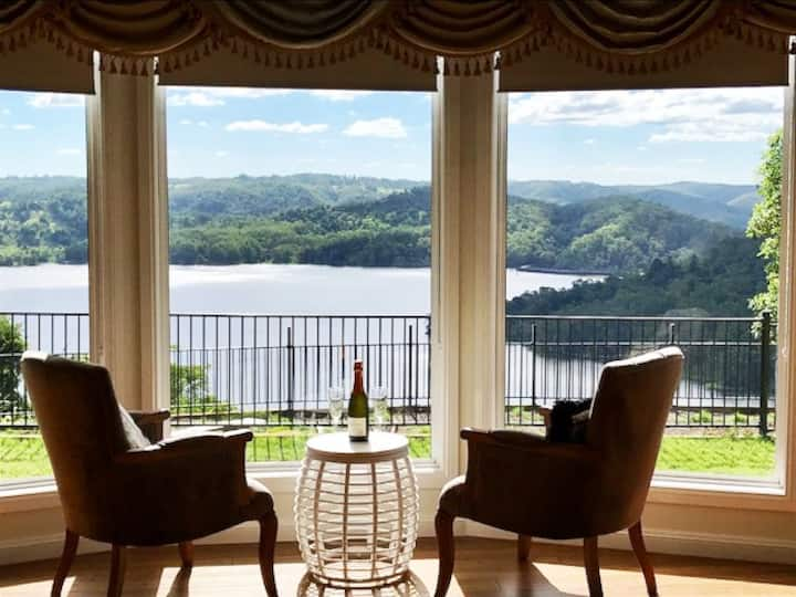 The LoveNests Lake Views Apartment (2-3 bedrooms )