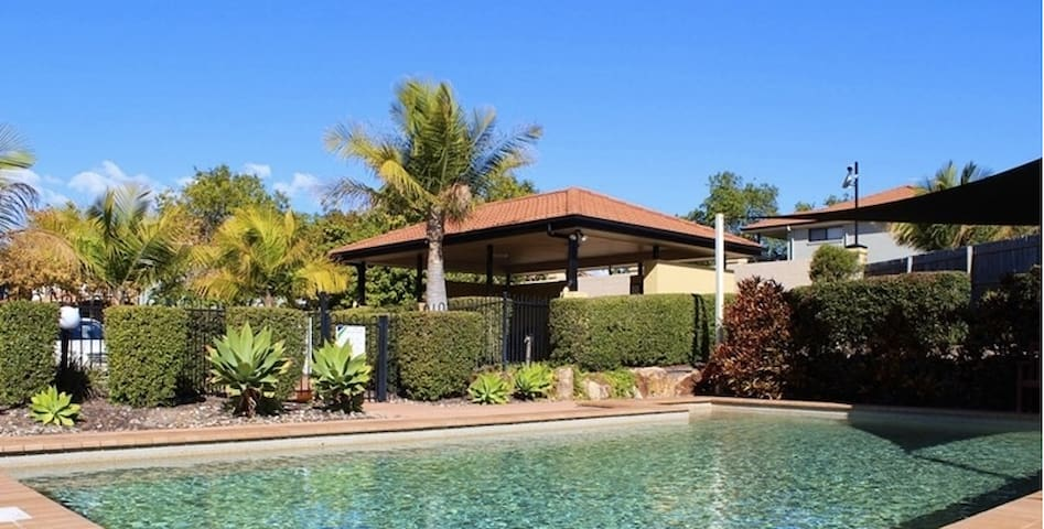 Private Queen Room + Bathroom in South Brisbane!