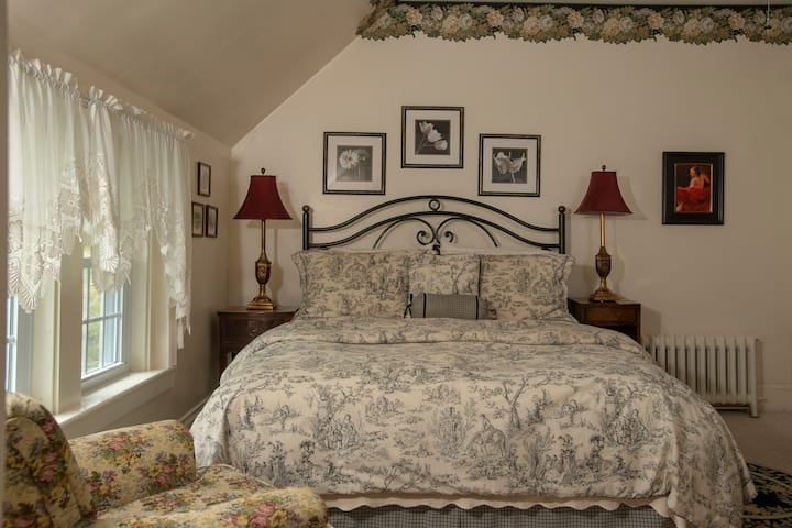 Elegant B&B - Queen Bed - Breakfast - Topper