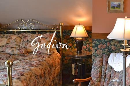 Cocoa Cottage Bed and Breakfast-Godiva Room - Whitehall - Wikt i opierunek