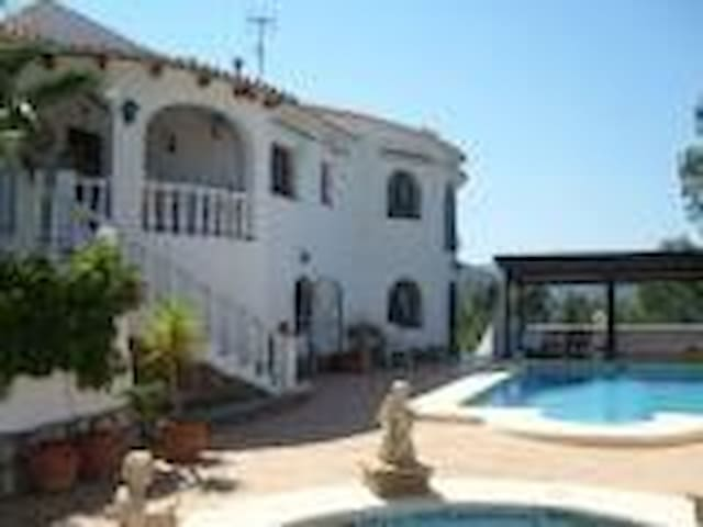 Villa La Paz Guesthouse - Parcent - Bed & Breakfast
