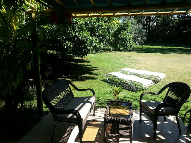 Relaxing 1 bedroom apartment on golf course - Princeville - Leilighet