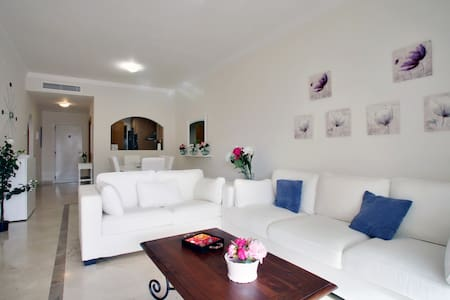 Luxury apartment : wifi, golf and beach 10 minutes - San Roque - Pis