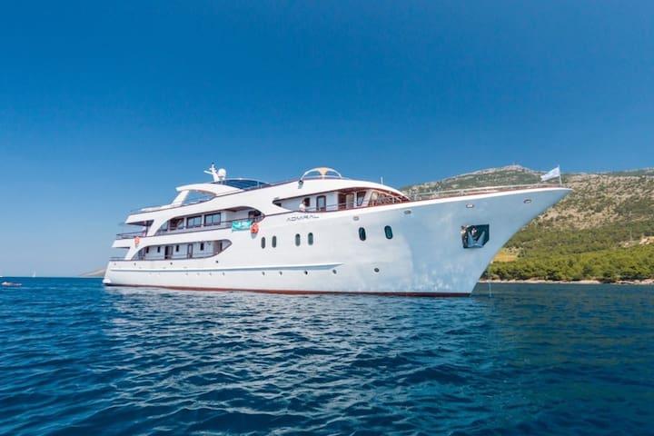 7-Day Deluxe One Way Cruise Split to Dubrovnik - Split - Boat