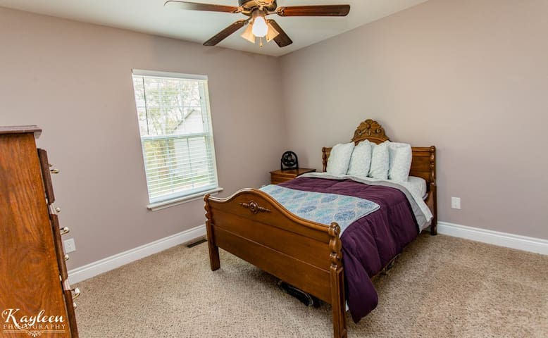 Cozy private bedroom near Fort Leonard Wood - Saint Robert